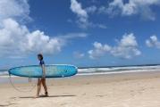 <h5>Februar: Vanessa in Brasilien</h5><p>Die Länge des Bretts sagt alles – darum: Surfkurs Teil 2 ist in Planung.</p>