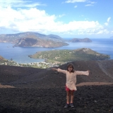 <h5>Juli: Nora auf Lipari</h5><p>Vulkanwanderung auf Lipari</p>