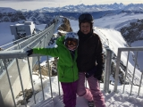 <h5>Dezember: Nora in Gstaad</h5><p>Auf dem PeakWalk by Tissot Glacier3000</p>
