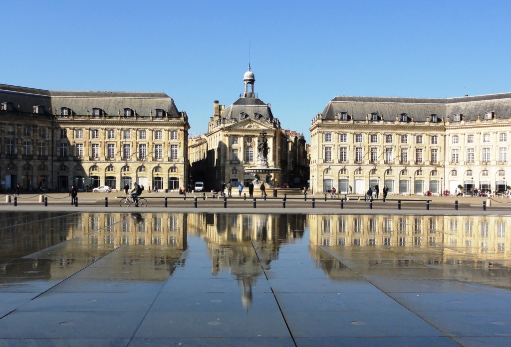 Place de la Bource vor dem Miroir d'Eau am Garonne-Ufer in Bordeaux