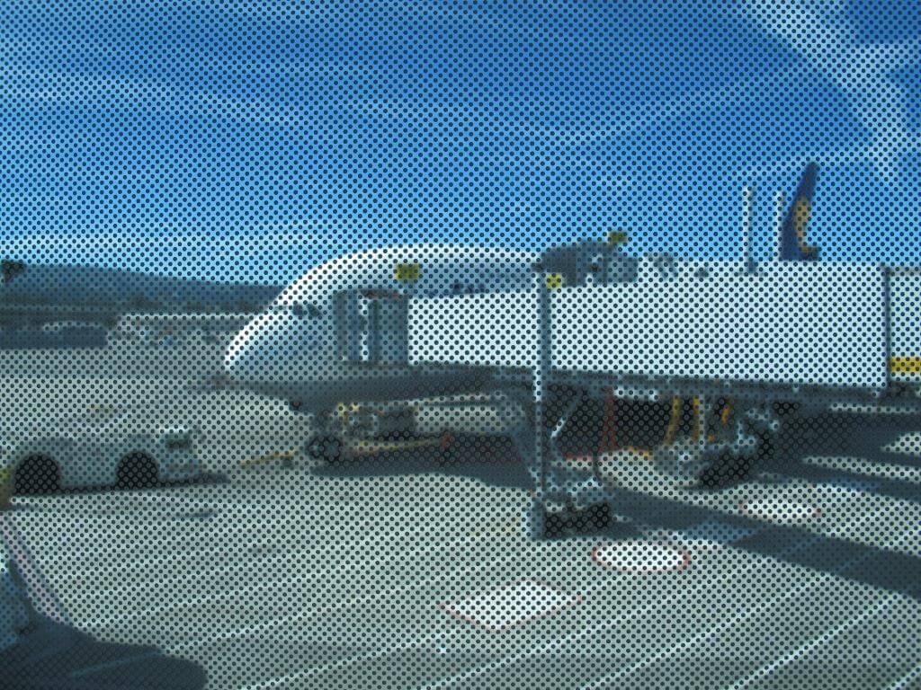 Sicherheitsvideos im Flugzeug – Aufmerksamkeit garantiert?!
