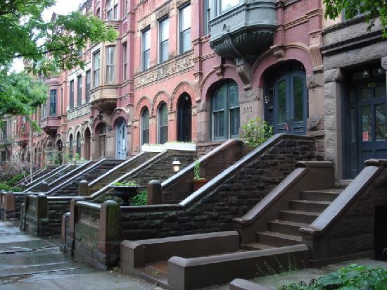 Typische Brownstone-Häuser prägen das Bild rund um den Prospect Park. Für Normalsterbliche sind die Häuser nicht mehr erschwinglich.
