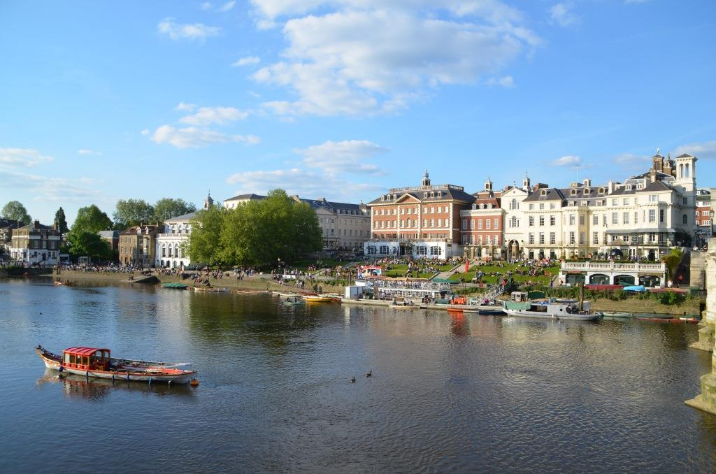 London relaxt in Richmond upon Thames