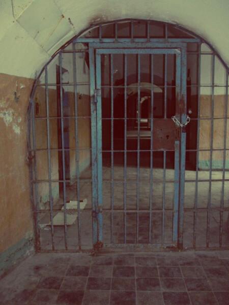 Einer-der-vielen-Gänge-des-Gefängnisses