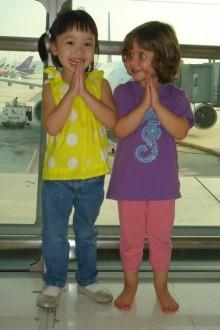 Nora am Flughafen Bangkok
