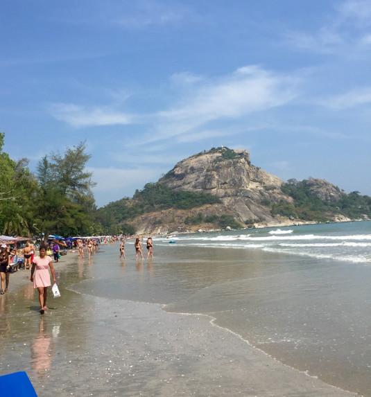 Der kilometerlange Strand in Hua Hin