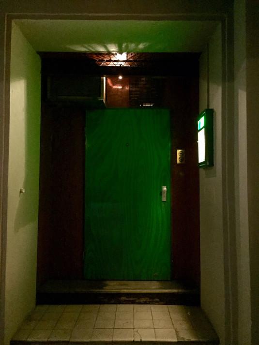 Der eher unscheinbare Eingang