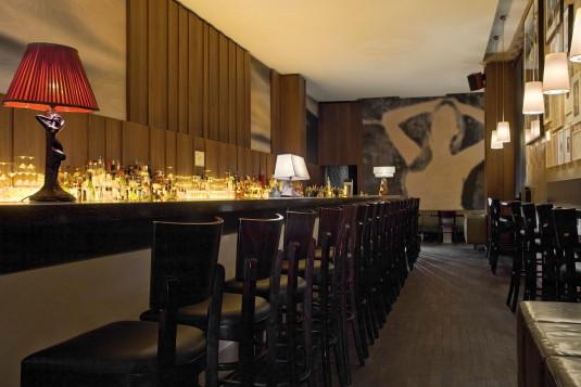 Sicht vom Eingang in die Bar