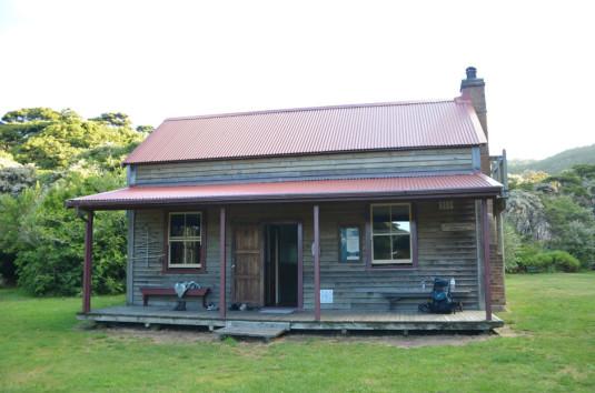 Die Whariwarangi Hütte
