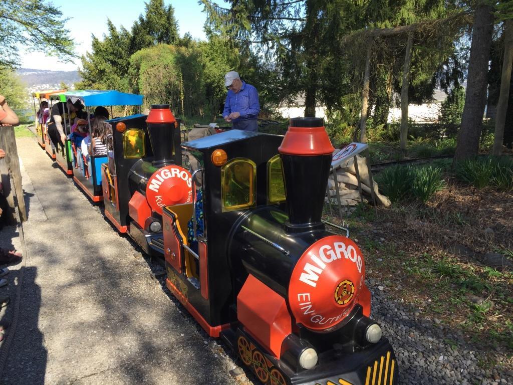 06 Die Eisenbahn ist bei den Kleinen sehr beliebt.