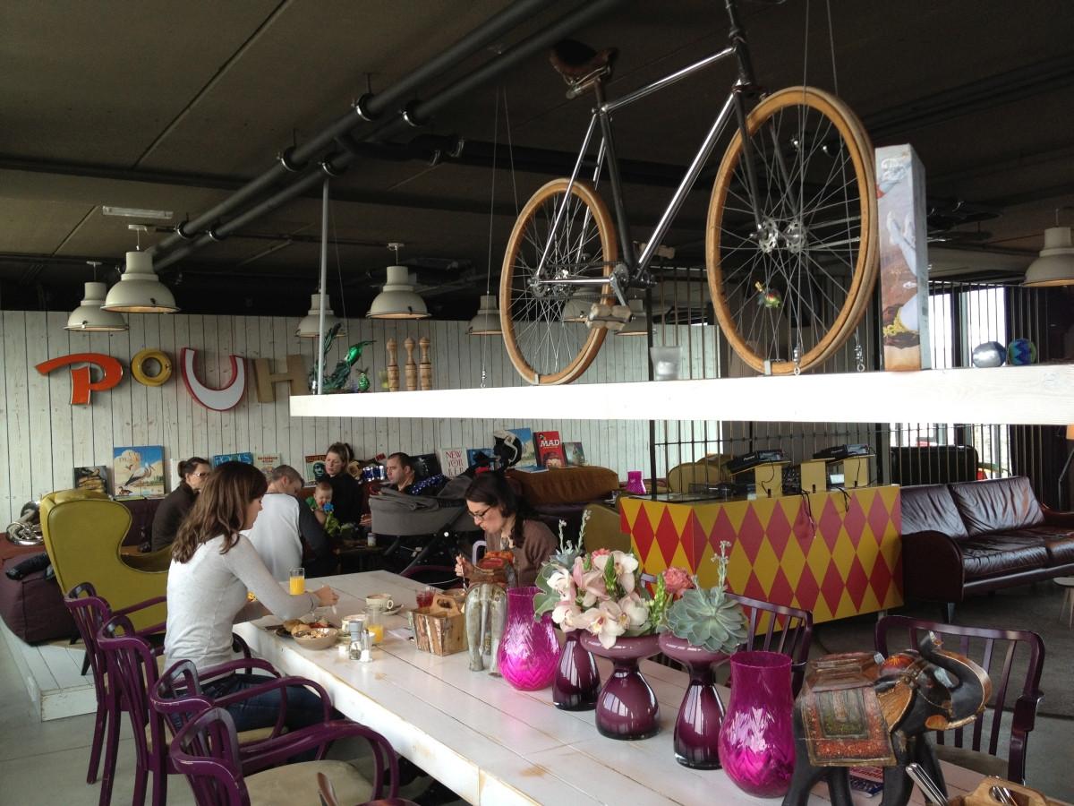 Die Lounge und Bar im 25hours Wien