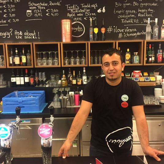 Maijd aus dem Irak ist im Bereich Food & Beverage tätig