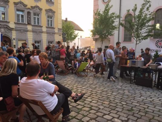 Filmfestival auf dem Kirchplatz der Innstadt