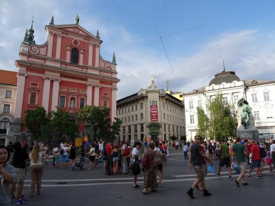 Preserenplatz mit der St. Nikolaus Kathedrale