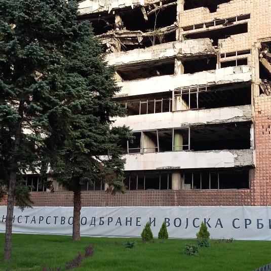 Militärgebäude von Bomben zerstört