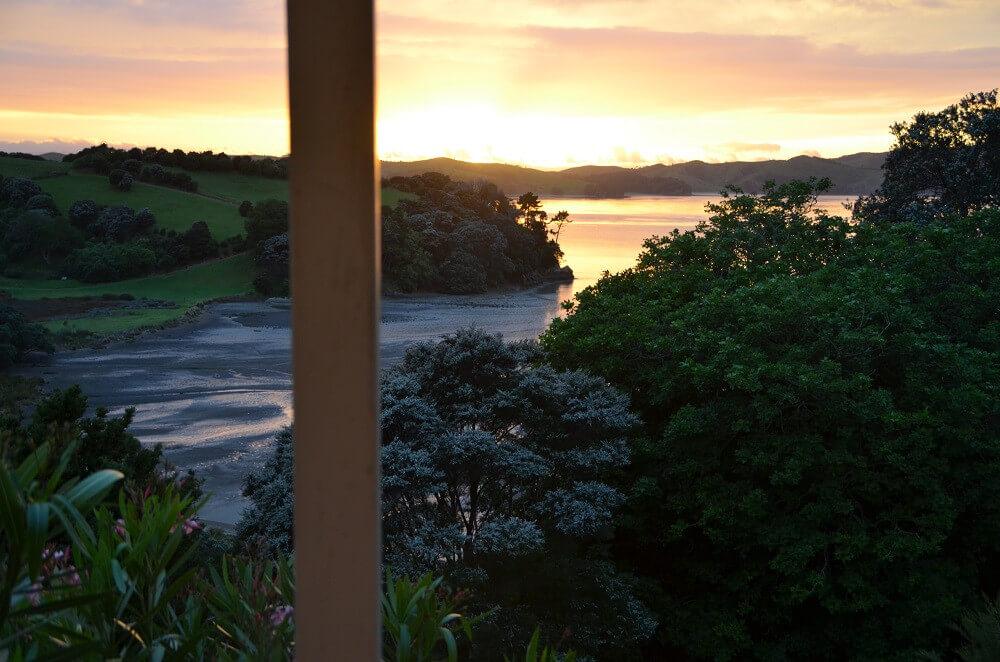 Sonnenaufgang über der Omaru Bay