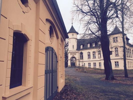 Großes Schloss und Pferdestall