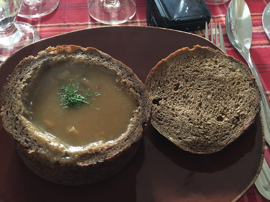 16_Suppe im Brot