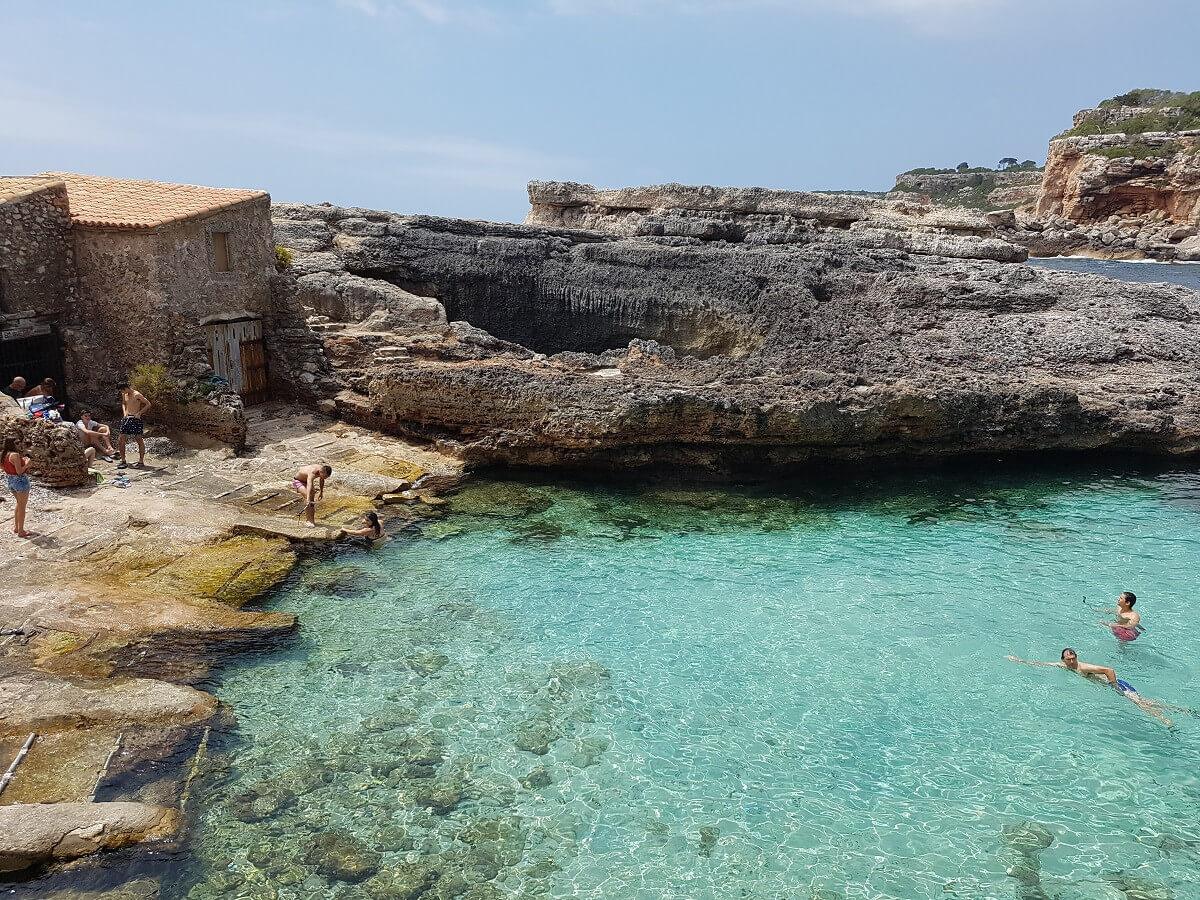 Der Mini-Strand Strand von Cala sAlmunia