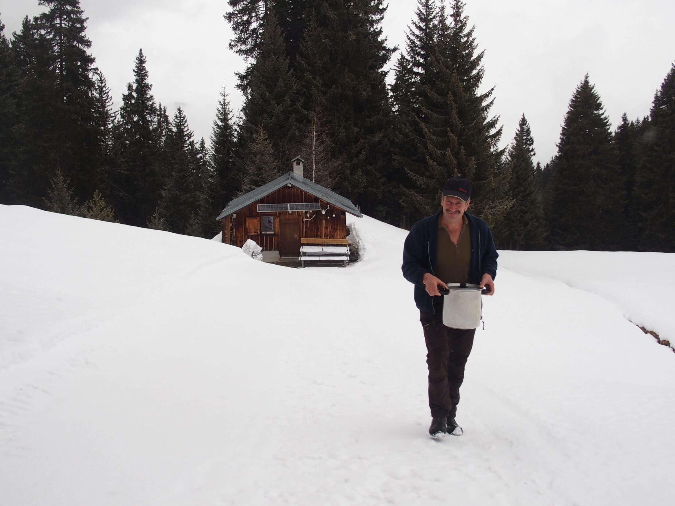 schneeschuh schneeschuhwanderung gerstensuppe berge wandern winter