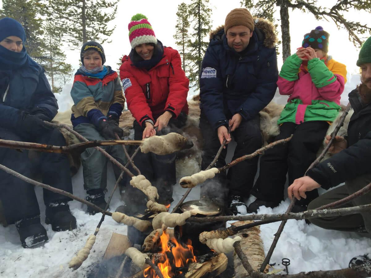lappland-schweden-huskys-hundeschlitten mushen winter schnee landschaft
