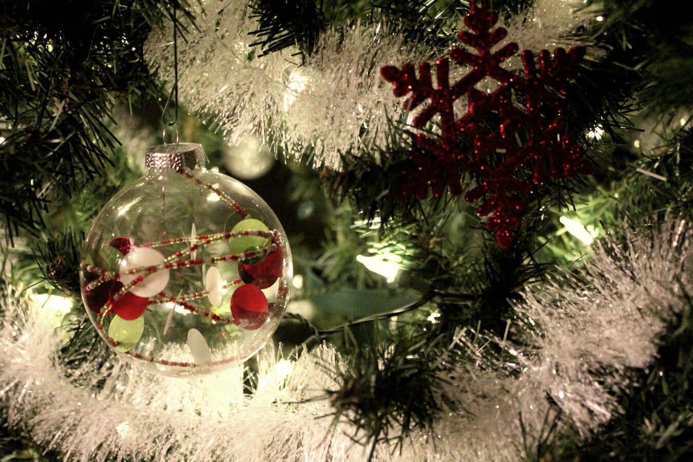 weihnachten christmas weihnachtsbaum kugel braeuche