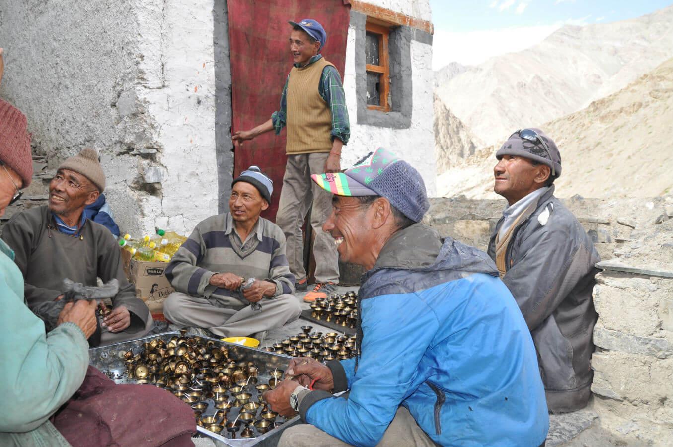 kloster indien tibet vollmond zeremonie