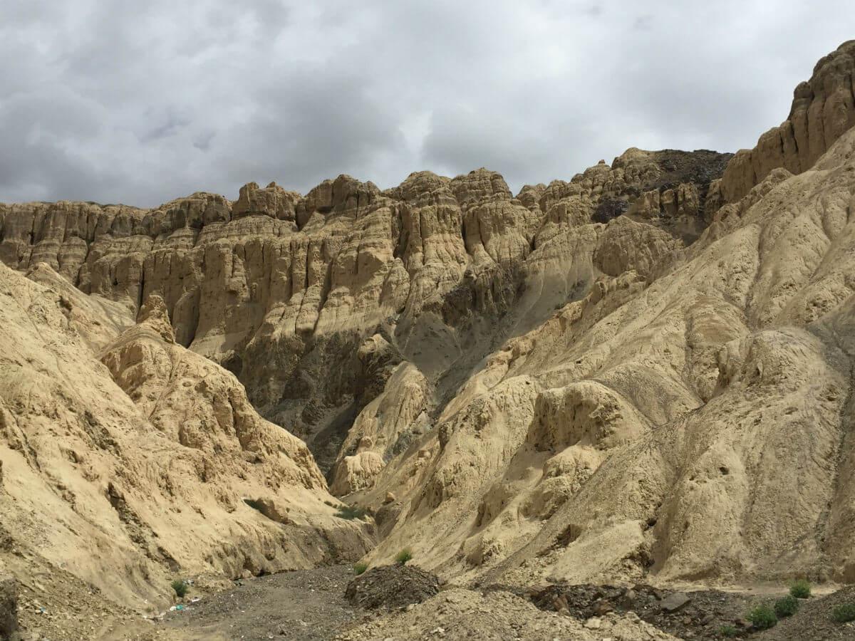 mondlandschaft-unweit-des-klosters-lamayuru_indien_tibet