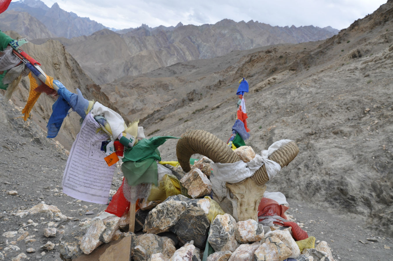 tibet indien wanderung wandern farbe gebirge