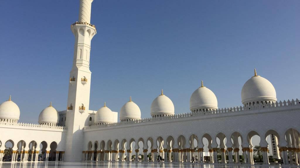 Scheich-Zayid-Moschee in Abu Dhabi – nur das Beste ist gut genug ...