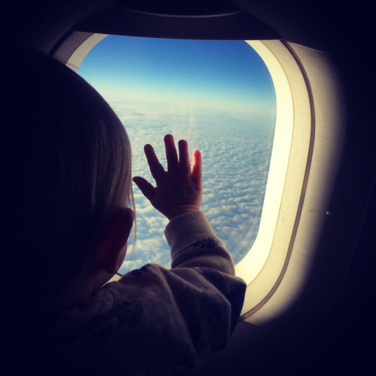 baby on board flugzeug reisen mit baby