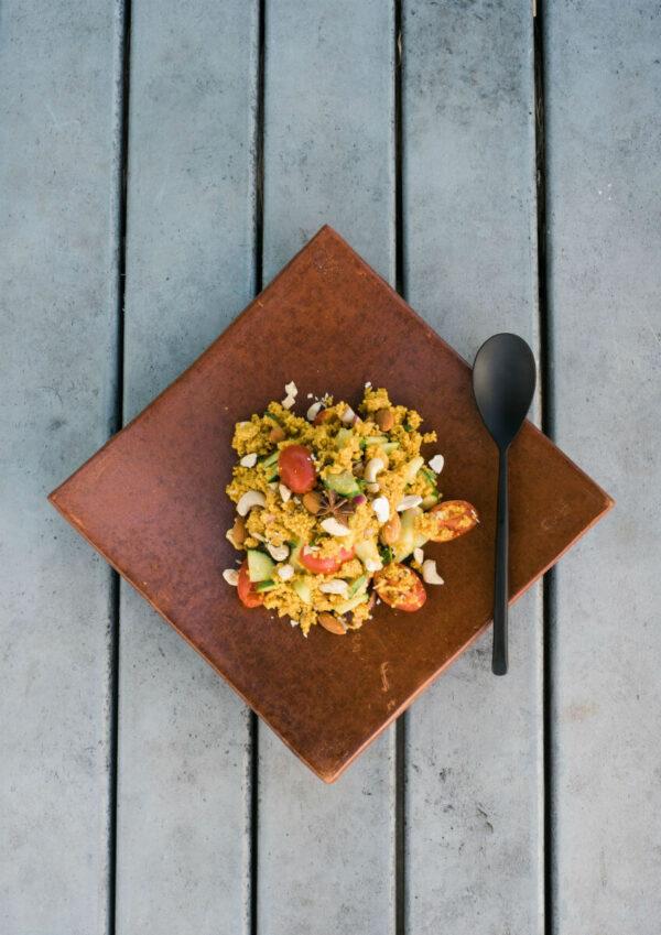 coucous-salat-kochen-zwei pfannen-camper