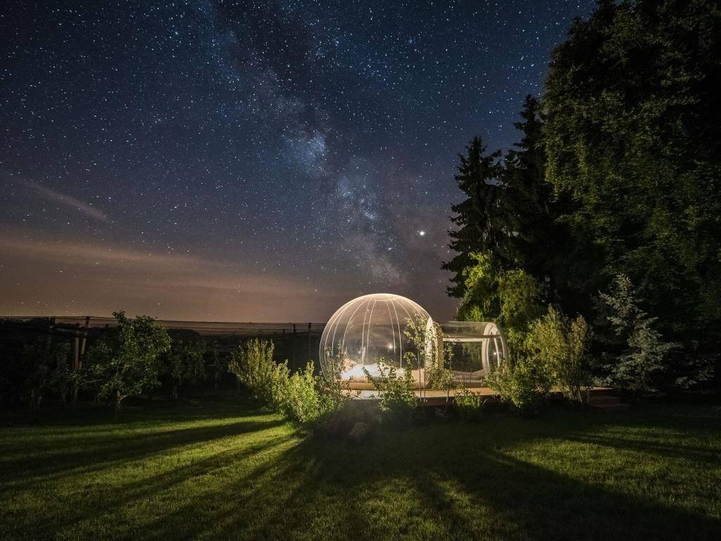 Bett Sternenhimmel das hotel oder ein bett unter mostindischem sternenhimmel