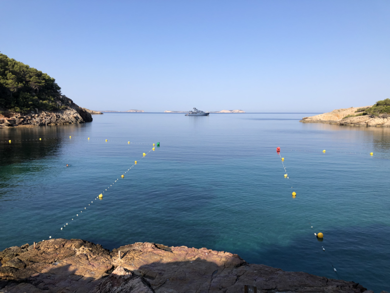 Die Bucht Cala Salada am frühen Morgen - praktisch menschenleer!